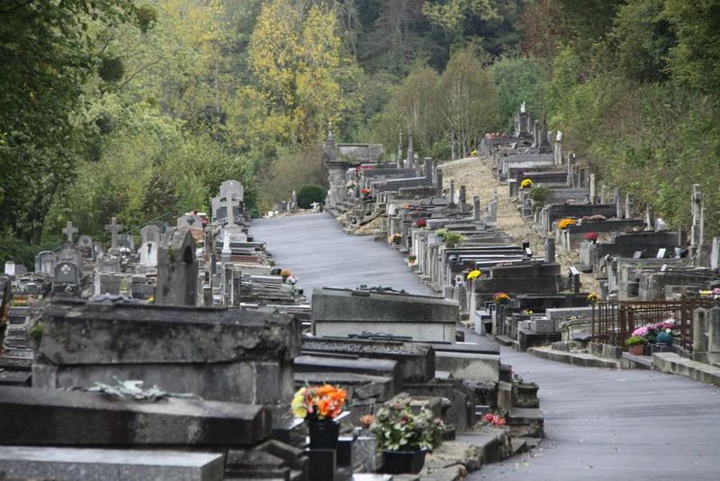 allée de l'ancien cimetière